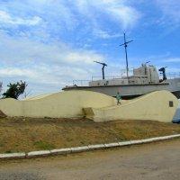 Памятник моряками Азовской военной флотилии :: Сергей Карачин