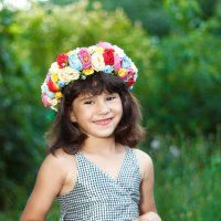 девочка в саду :: Александр Заяц