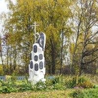 Памятник священнослужителям Васнецовым :: Галина Новинская