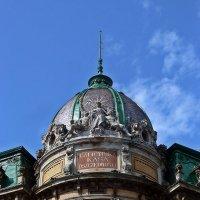 Львовская статуя Свободы на куполе здания  Галицкой кредитной кассы :: Татьяна Ларионова