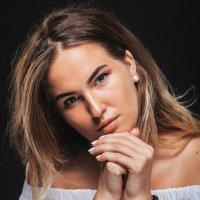 Женский портрет :: Евгений Талашов