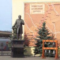 Савва Мамонтов  на Привокзальной площади  Ярославля :: ИРЭН@ .