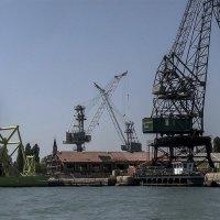 Venezia. La periferia settentrionale dell'isola è la zona industriale. :: Игорь Олегович Кравченко