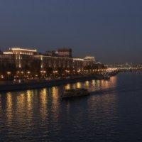 по вечерней Москве :: Эльмира Суворова