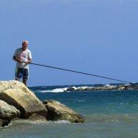 Пейзаж с рыбаком :: Татьяна Осипова(Deni2048)