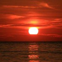 Утомленное солнце :: valeriy khlopunov