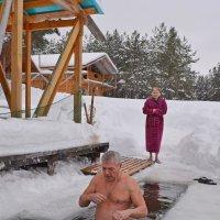 Семейное купание. :: Юрий Карелин