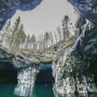 пещерное мраморное озеро :: Георгий А
