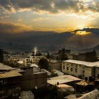 Утро над крышами :: Александр Валяев