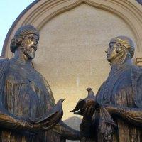 Памятник благоверным Петру и Февронии открыт в Казани в День народного единства 4 ноября 2018 :: Наиля