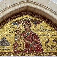 Мозаичная икона Божией Матери Троодитисса при входе в храм монастыря. :: Elena Izotova
