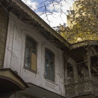 Старенький балкончик :: Александра