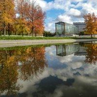 осень в парке Андрея Ситроена :: Георгий А