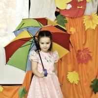 осенний танец с зонтиком... :: Мария Климова