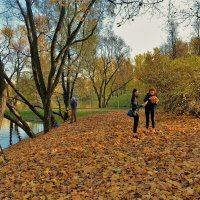 Девушки и листопад 2... :: Sergey Gordoff