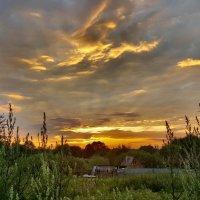 Закат над подмосковной деревней :: Ярослав Бычков