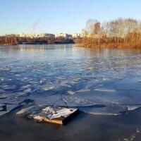 Лёд на Москва-реке тронулся :: Ярослав Бычков