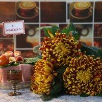 Букет шикарных хризантем  и необычный вкусный торт :: Валентина Папилова