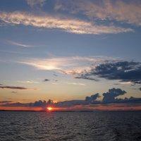 Любуясь красотой заката... :: Елена Викторова