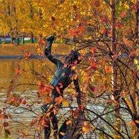 Утонувший в багрянце и золоте... :: Sergey Gordoff