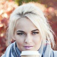 Девушка с кофе :: Anastasia Bozheva