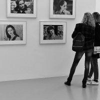 На выставке :: dindin
