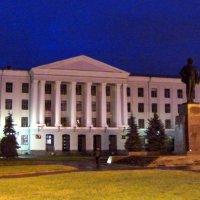 Псков ночью. Педагогический институт. Памятник В.И.Ленину. :: Ирина ***