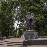 Петру и Февронии в парке Кирова :: Сергей Цветков