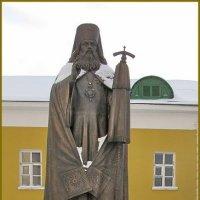 Памятник митрополиту Платону в Николо-Перервинском монастыре :: Татьяна