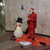 Санта-Клаус на работе в московском метро :: Nataly St.