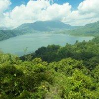 Озеро в горах на острове бали :: Вероника Алатырева