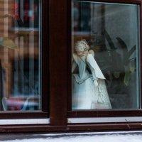 Ах, эта женщина  в окне... :: Людмила Волдыкова