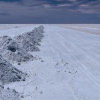 эксплуатация соли на озере Уюни :: Георгий А