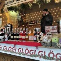 Рождественская ярмарка на Ратушной площади :: veera (veerra)