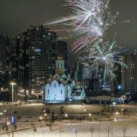 Салют над храмом :: Юрий Велицкий
