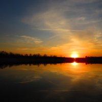 Закат над тихой рекой :: Андрей Снегерёв