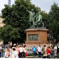 Памятник великим россиянам :: Валерий
