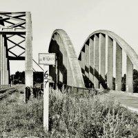 Горбатый мост в Калязине :: Евгений Кочуров
