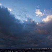 Синяя мощная птица, молча над городом мчится...... :: Валентина Папилова