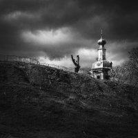Перемышль, виднеется купол Церкви Сошествия Святого Духа. :: Алексей Ковынев