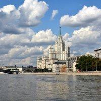 Дом на набережной :: Дмитрий Печенкин