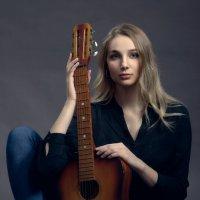 Портрет с гитарой. :: Вячеслав Владимирович