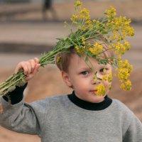 Портрет мальчика с цветами :: Наталья Преснякова