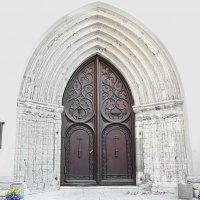 Входная дверь  церкви Святого Олафа. Таллин, Эстония. :: Liudmila LLF