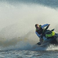 Активный отдых на озере :: Владилен Панченко