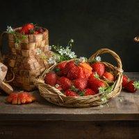 С клубникой и цветами :: Светлана Л.