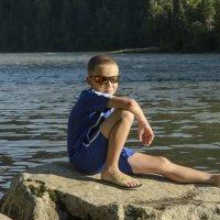 На берегу реки :: Andrey65