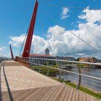 Пешеходный мост. :: Геннадий Порохов