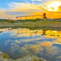 Закат на карьере . Солнце в болоте. :: Zefir58 Verx