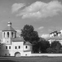 Спасо-Преображенский собор и надвратная церковь-колокольня. :: Андрий Майковский
